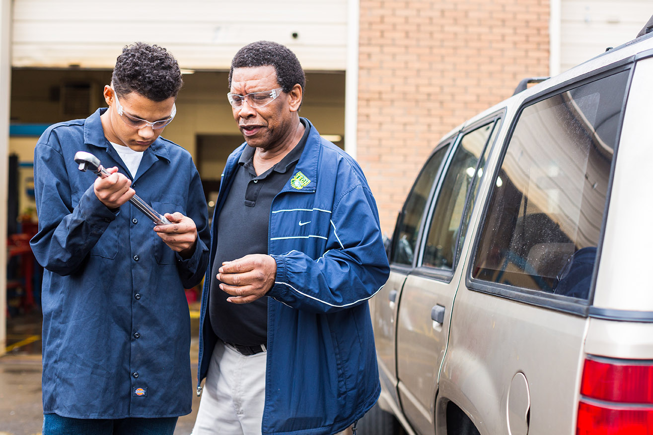 An instructor and student discuss mechanics