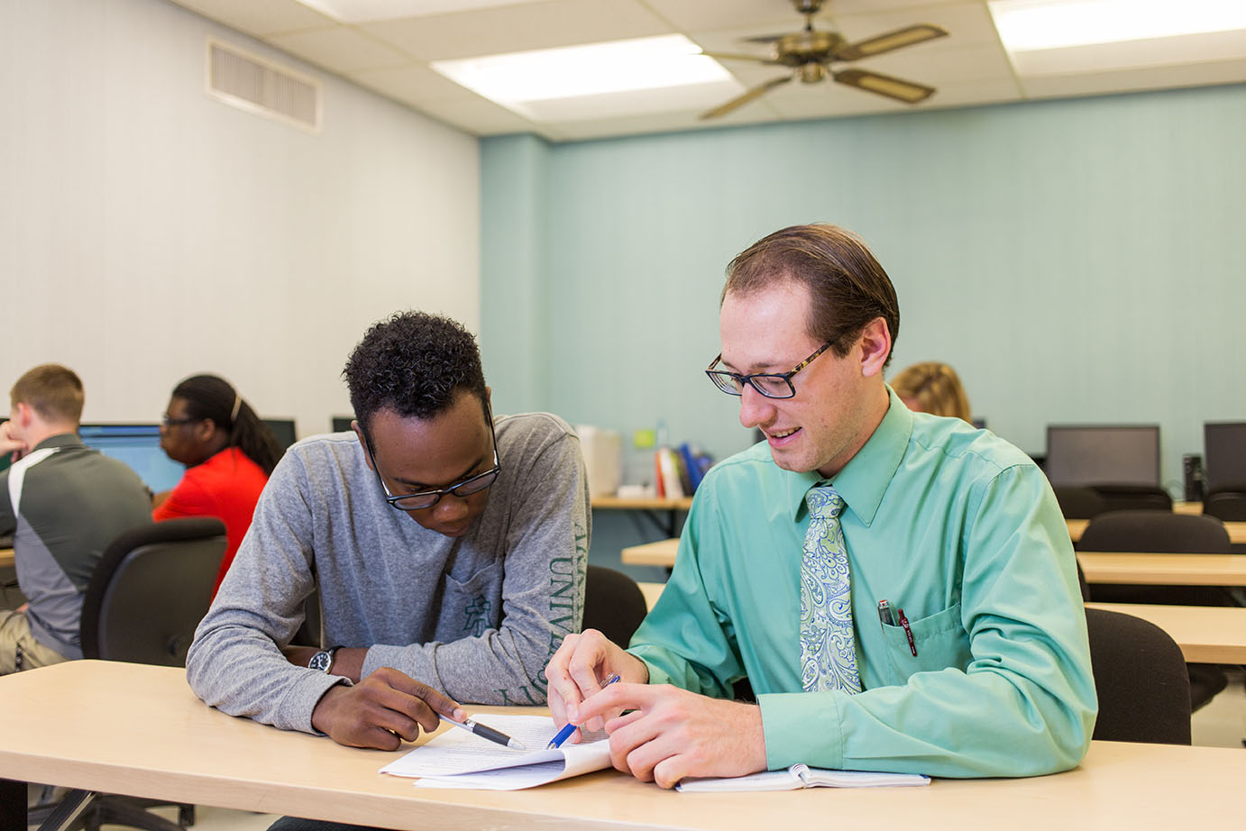 two students working in the English writing lab